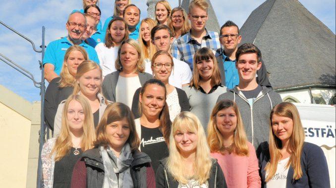 20 neue Auszubildende und Jahrespraktikanten wurden im Rathaus begrüßt. Foto: Stadt Lippstadt