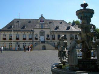 Rathaus mit Bürgerbrunnen