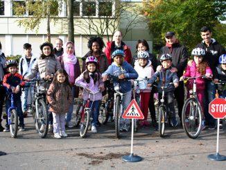 Flüchtlingskinder lernten beim Sicherheitstraining Verkehrsregeln und das richtige Verhalten im Straßenverkehr. Foto: Stadt Lippstadt