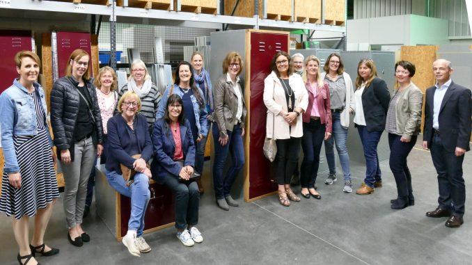 """Lippstädter Unternehmerinnen in der """"Sella Port""""-Produktionsstraße"""
