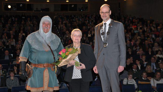 Beim letzten Neujahrsempfang erhielt Ilse Henke die Lippstädter Rose für ihr vielfältiges ehrenamtliches Engagement. Foto: Stadt Lippstadt