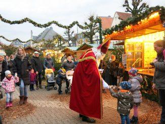 194911P 326x245 - Himmlischer Besuch Der Nikolaus besucht die Kinder