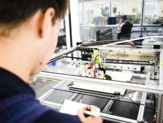 NGG Azubi 3D Drucker15284 326x245 - Zum Start des Ausbildungsjahrs  noch 791 freie Plätze im Kreis Soest